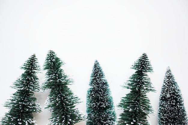 Chirstmasbomen met ontwerp ruimteachtergrond