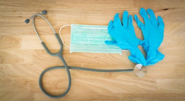 Chirurgisch masker en medische handschoenen