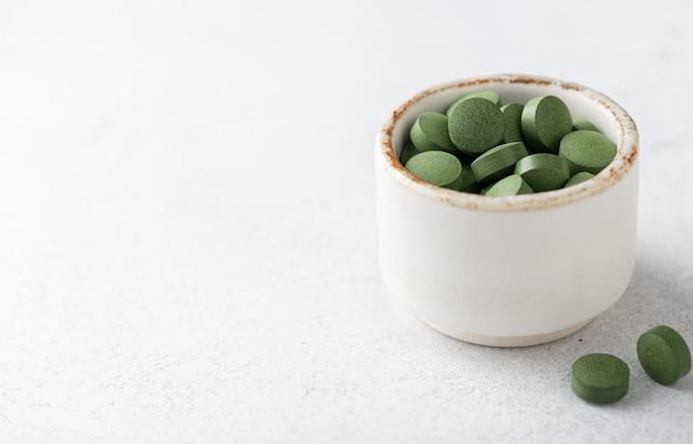 Chlorella-pillen, concept van superfood en detox