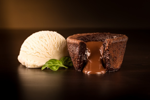 Chocolade brownie met vanille-ijs