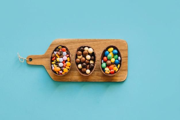 Chocolade-eieren met pellets aan boord