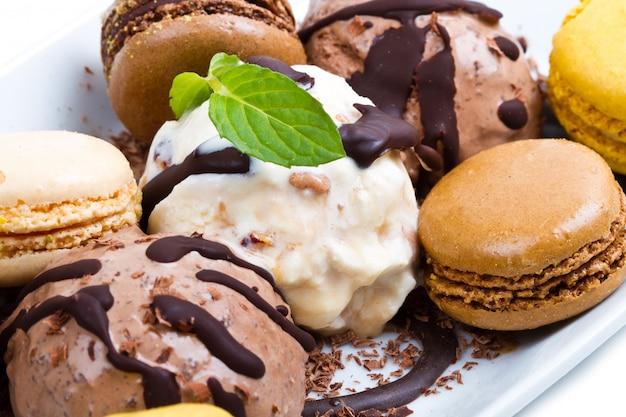 Chocolade- en vanilleroomijs