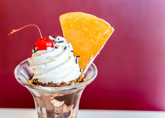 Chocolade ijscoupe-ijs