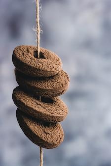 Chocolade koekjes ringen. biscuit ringen. kopieer ruimte.