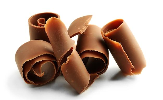 Chocolade krullen geïsoleerd op wit