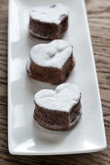Chocolade lava cakes in de vorm van hart