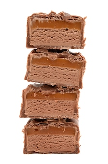 Chocolade met karamel op een wit
