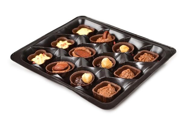 Chocolade snoep collectie in plastic doos.