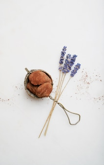 Chocolade snoep truffels met bloemen