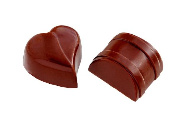 Chocolade snoepjes snoep geïsoleerd op een witte achtergrond.