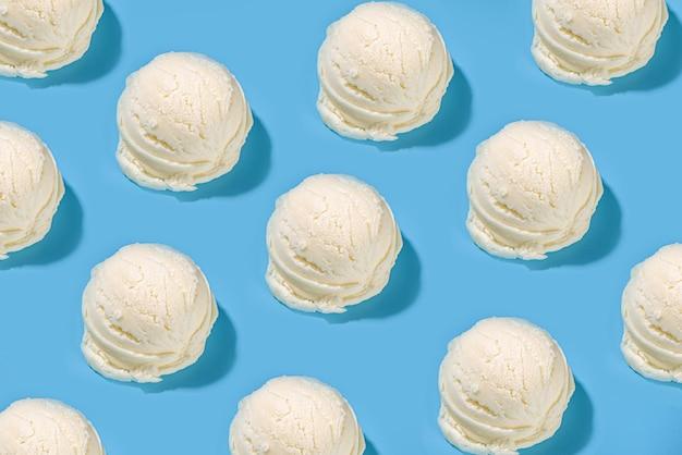 Chocolade vanille bosbes aardbei pistache sinaasappel ijs bolletjes ice