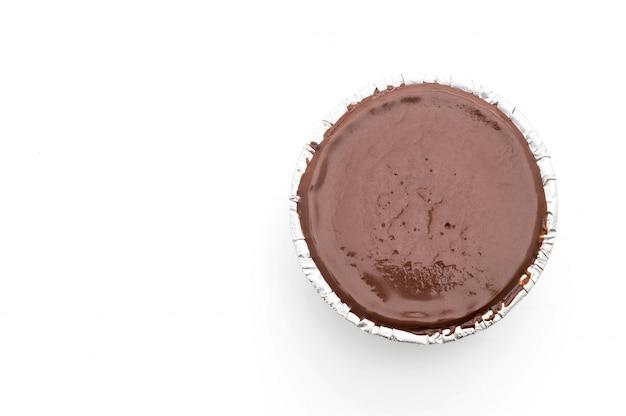 Chocolade zachte taart op wit