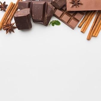 Chocoladeassortiment met kopie ruimte