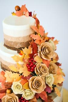 Chocoladecake ingericht in een herfstthema