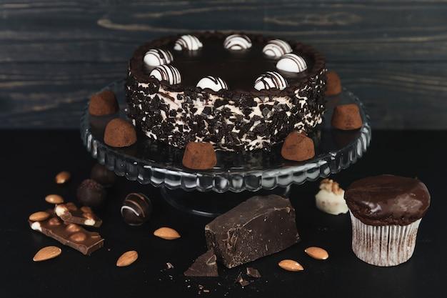 Chocoladecake met chocoladetruffels