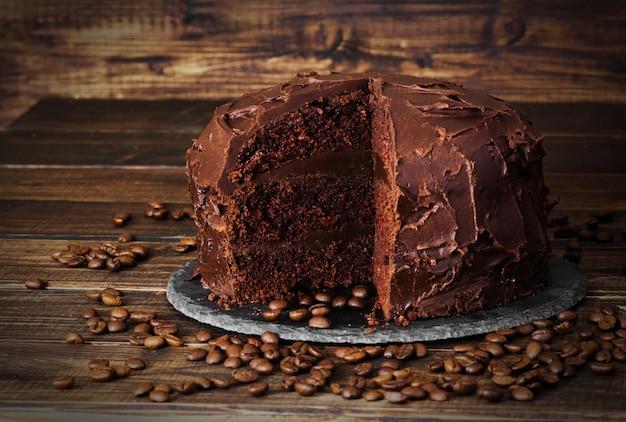 Chocoladecake op donkere houten bckground