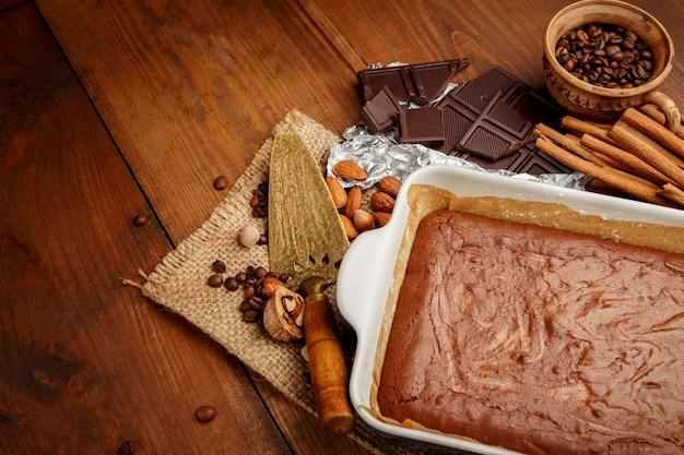 Chocoladecake op een bakplaat