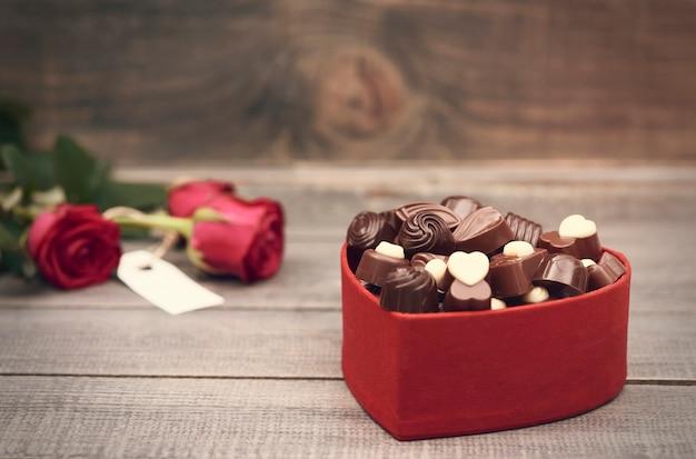 Chocoladedoos op de voorgrond