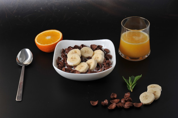 Chocoladegranen met bananen en jus d'orange