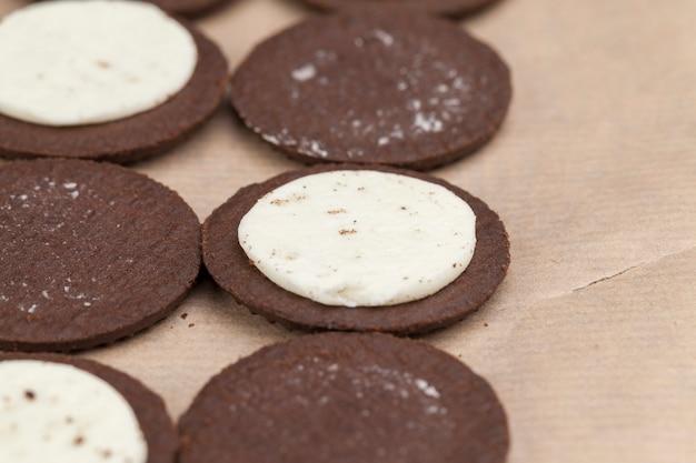 Chocoladekoekjes met romige roomvulling