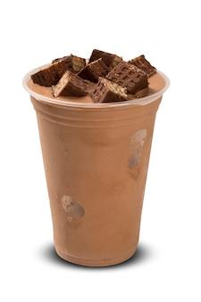 Chocolademilkshake op witte achtergrond wordt geïsoleerd die