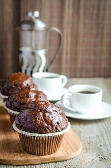 Chocolademuffins en koffie