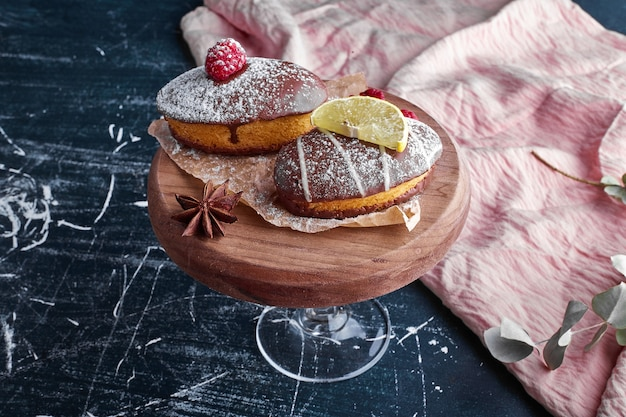 Chocolademuffins met framboos en citroen.