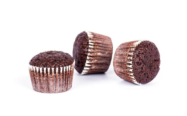 Chocolademuffins op witte achtergrond