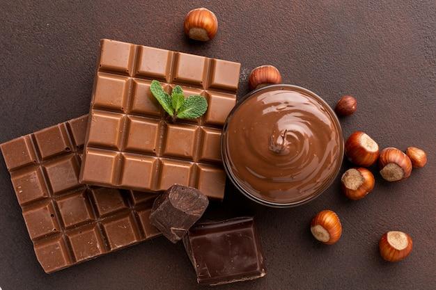 Chocoladepasta in kom bovenaanzicht