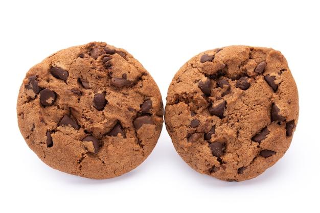 Chocoladeschilferkoekjes geïsoleerd op een witte achtergrond. zoete koekjes. zelfgemaakt gebak.