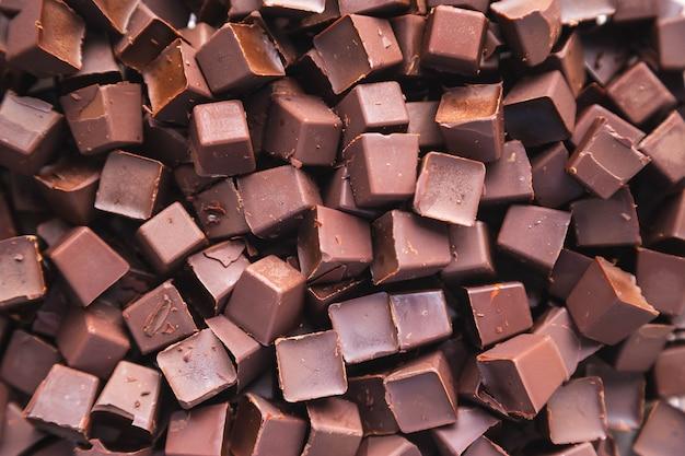 Chocoladeschilfers en chocoladeachtergrond