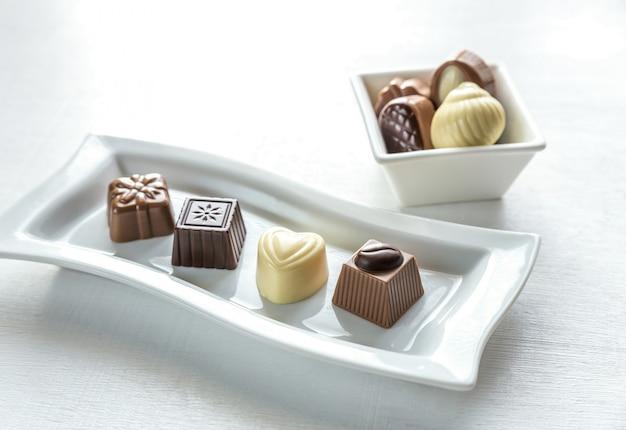 Chocoladesuikergoed van verschillende vormen