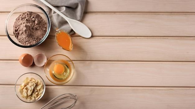 Chocoladetaart brownies bakken in landelijke of rustieke keuken deegrecept ingrediënten