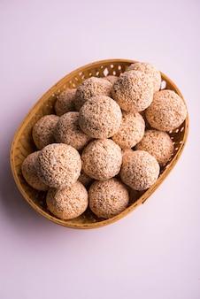 Cholai ke laddo of rajgira laddu of amaranth ladoo in in kom en bord