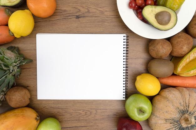 Cholesteroldieetconcept gezond voedsel dat gezonde lunch eet