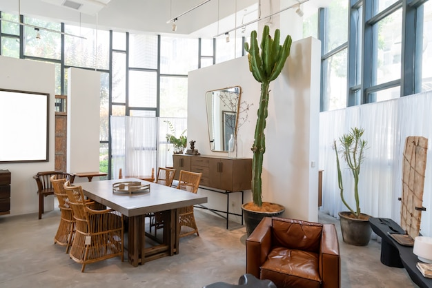 Chongqing, china, 5 juni 2020: de moderne, lichte en comfortabele sfeer van het overdekte appartement. algemene schoonmaak, woninginrichting en voorbereiding op de verkoop van huizen. houten villa op het platteland