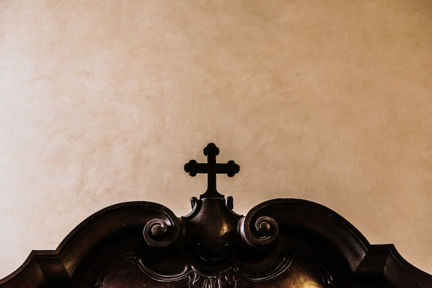 Christelijk kruis gemaakt van hout