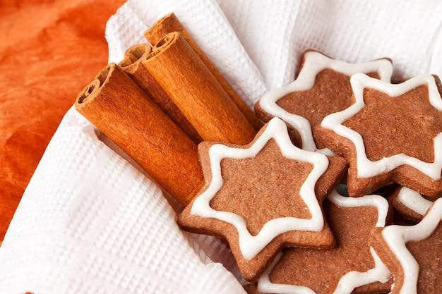Christmas chocolate chip cookies met suikerglazuur