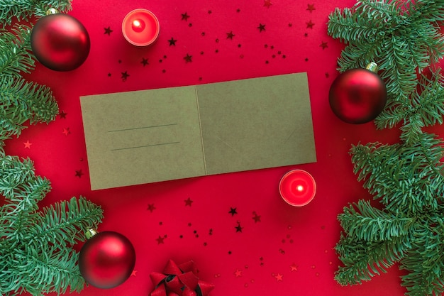 Christmas wenskaart met ruimte voor tekst gefeliciteerd, kerstboomtakken