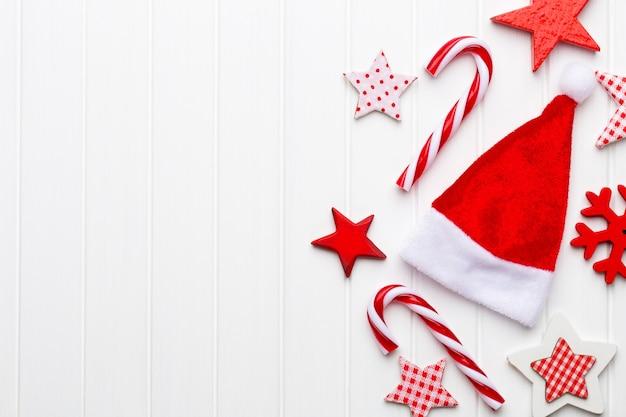 Christmas wenskaart met rustieke kerstversiering.