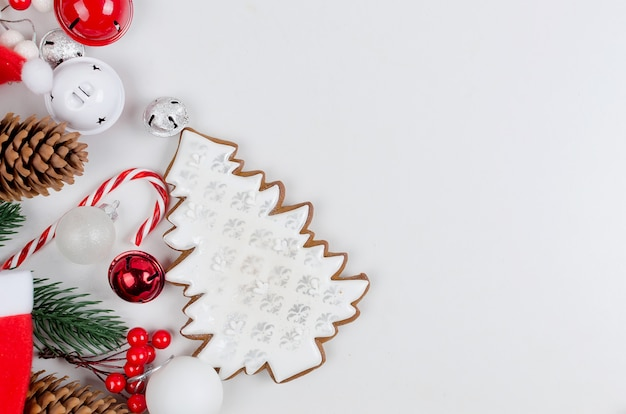 Christmason met peperkoekkoekjes, geschenken, kerstspeelgoed