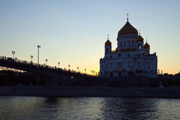 Christus de verlosser kathedraal in zonsondergang
