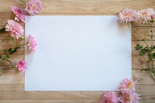 Chrysantemum herfst boeket kopie ruimte blanc papier gekleurd kleurrijk