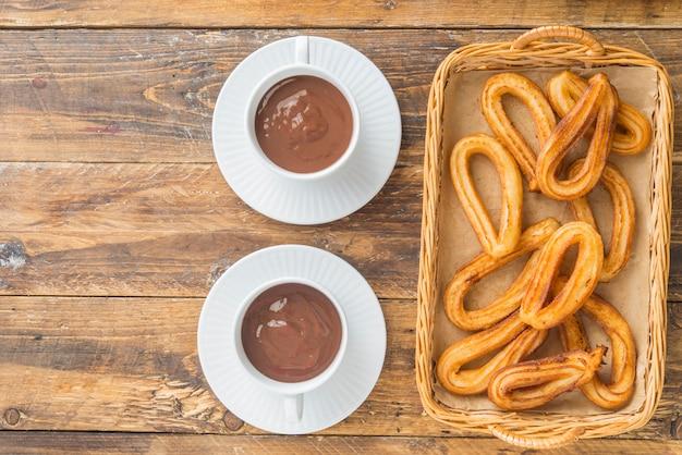 Churros met chocola typisch zoet ontbijt