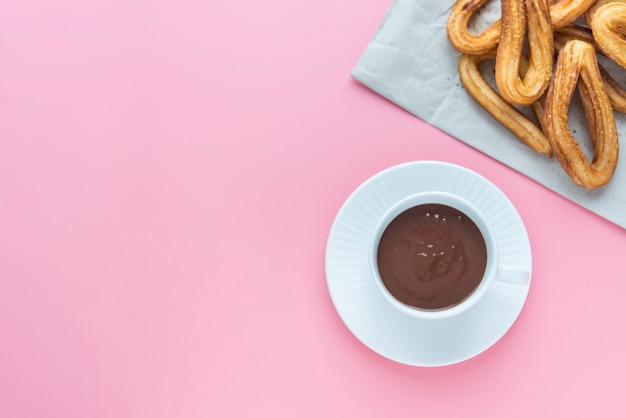 Churros met chocolaatjes typisch zoet spaans