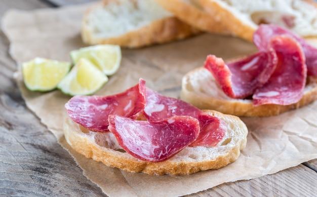 Ciabatta sandwiches met brandstof