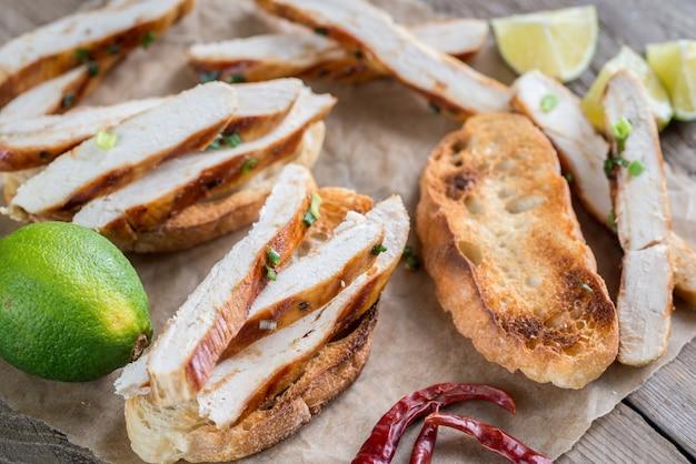Ciabattasandwiches met gegrilde kip