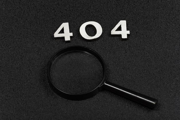 Cijfers 404 en vergrootglas op zwarte achtergrond. fout concept
