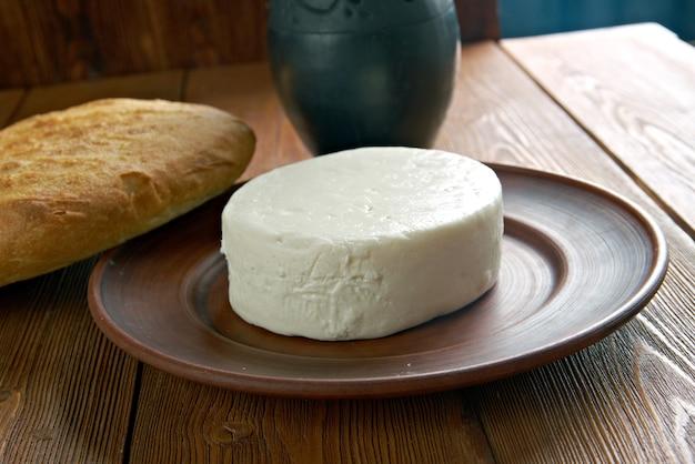 Circassische kaas - gevonden in de noord-kaukasus, de levant en andere gebieden met een circassische diaspora.