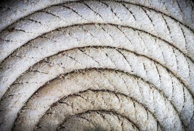 Circulair spiraalvormig van oud zeevaarttouw